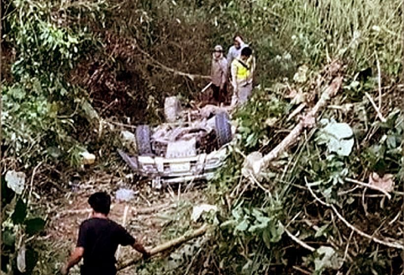 Five Thais die after their car plunges into a Laos ravine | The Thaiger