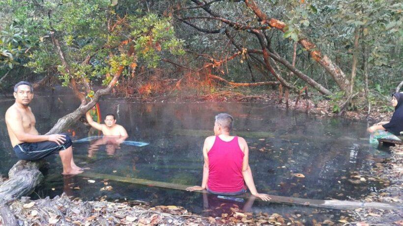 พบบ่อน้ำพุร้อนเค็ม แห่งใหม่ในพื้นที่ อ.คลองท่อม จ.กระบี่ เตรียมส่งเสริมเป็นแหล่งท่องเที่ยวเชื่อมโยมในชุมชน | News by The Thaiger