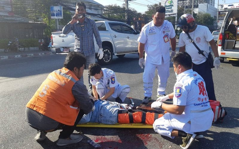 Pattaya tourist loses a leg in collision with pickup | The Thaiger