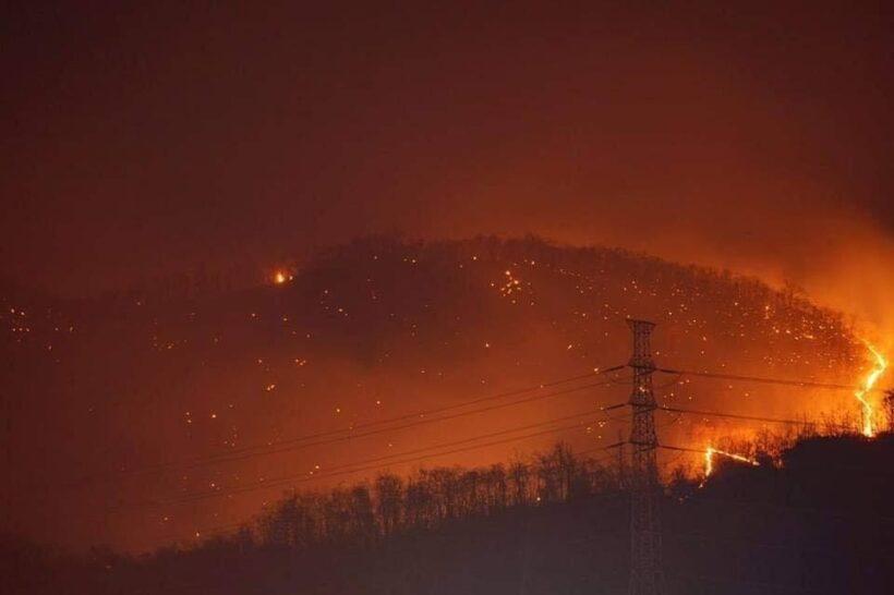ไฟไหม้ป่าลำปาง เพลิงโหมลุกวอดทั้งเขา | The Thaiger