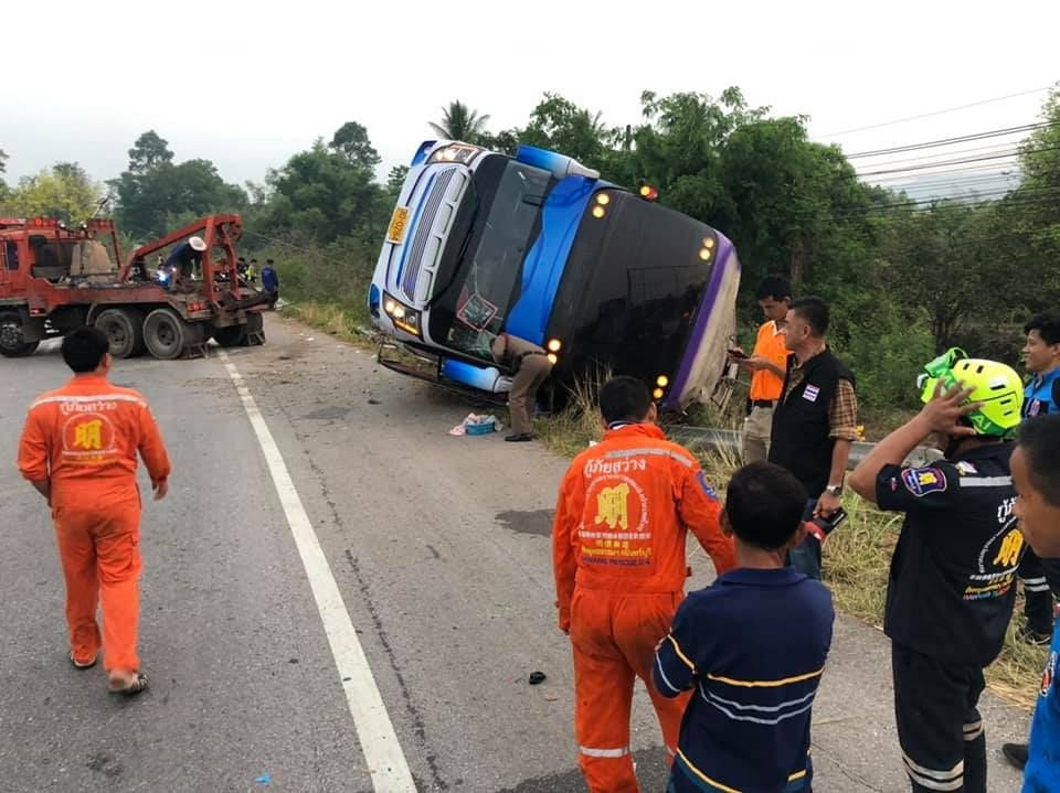 One dead, kids injured in school bus accident in Prachinburi | The Thaiger