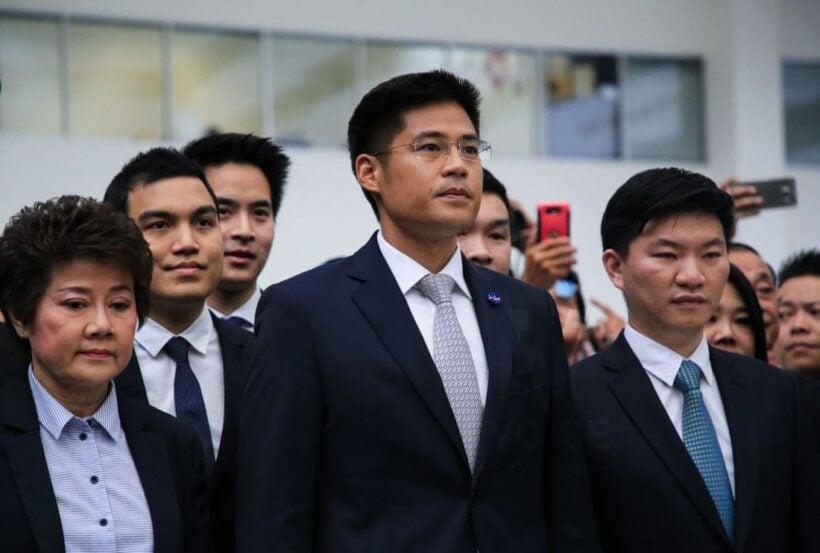 พรรคไทยรักษาชาติ เดินทางถึงศาลรัฐธรรมนูญ ฟังคำวินิจฉัยศาลรัฐธรรมนูญกรณียุบพรรคไทยรักษาชาติ [เลือกตั้ง62] | The Thaiger