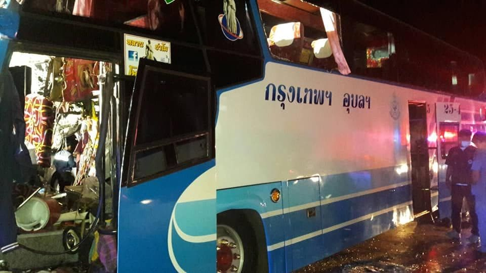 Driver loses head, 34 injured after bus smashes into truck in Saraburi | News by The Thaiger