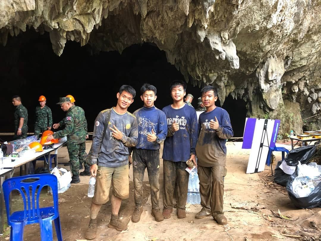 Mu Pa football team helps recover equipmentfrom Tham Luang Caves | News by The Thaiger