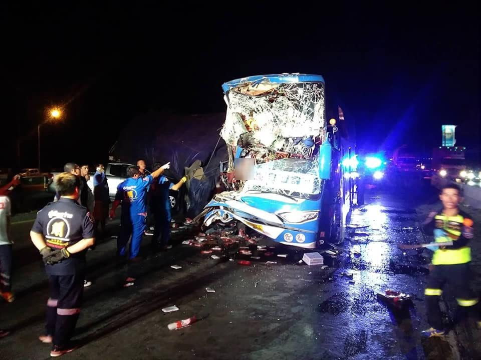 Driver loses head, 34 injured after bus smashes into truck in Saraburi | The Thaiger