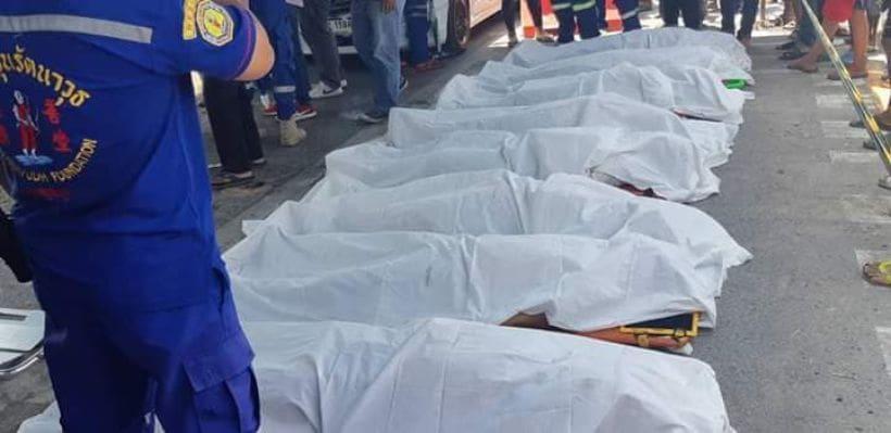 สยอง รถบรรทุกชนรถตู้โดยสาร เสียชีวิตนับ 10 ราย [ภาพชุด] | The Thaiger