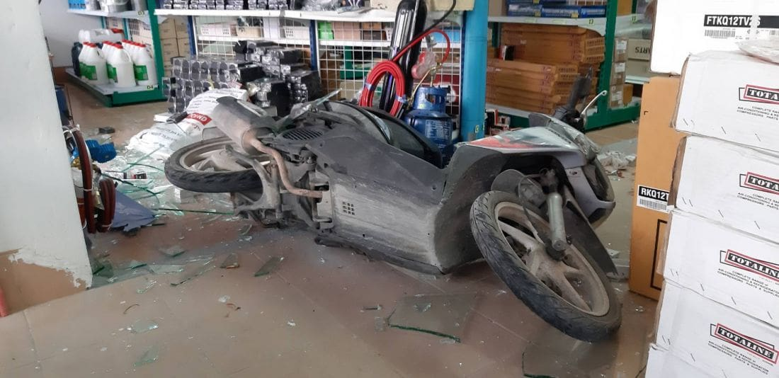 Motorbike driver smashes through glass window after accelerator malfunctions | News by The Thaiger