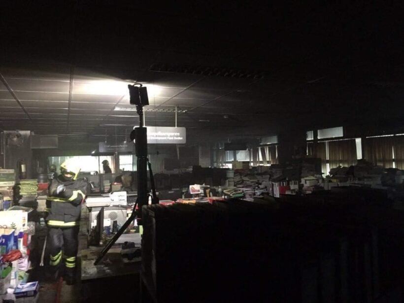 ไฟไหม้ห้องเก็บเอกสาร อาคารสำนักงานอธิการบดี ม.สวนสุนันทา เมื่อเช้ามืด | The Thaiger