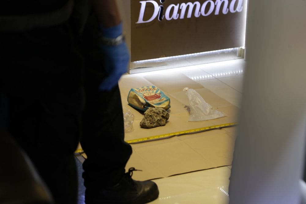 Bangkok gold shop thief gets away with jewellry valued at 3 million baht | News by The Thaiger