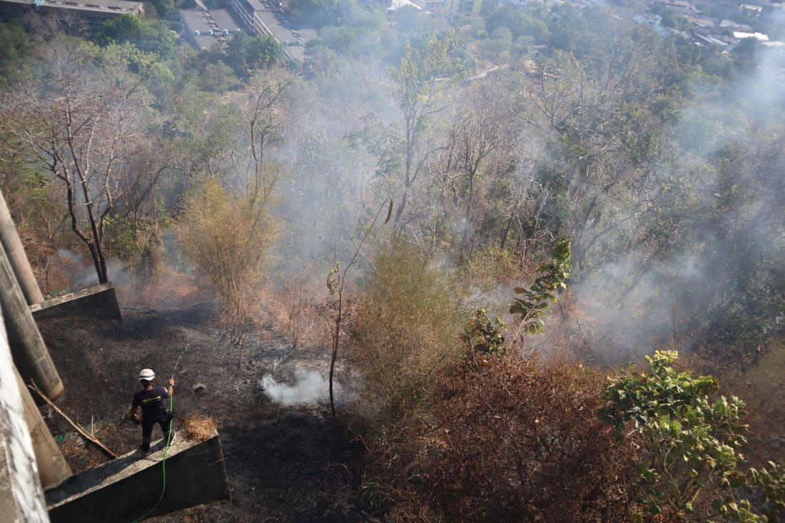 Brush fire near the Khao Rang view point – VIDEO | News by The Thaiger