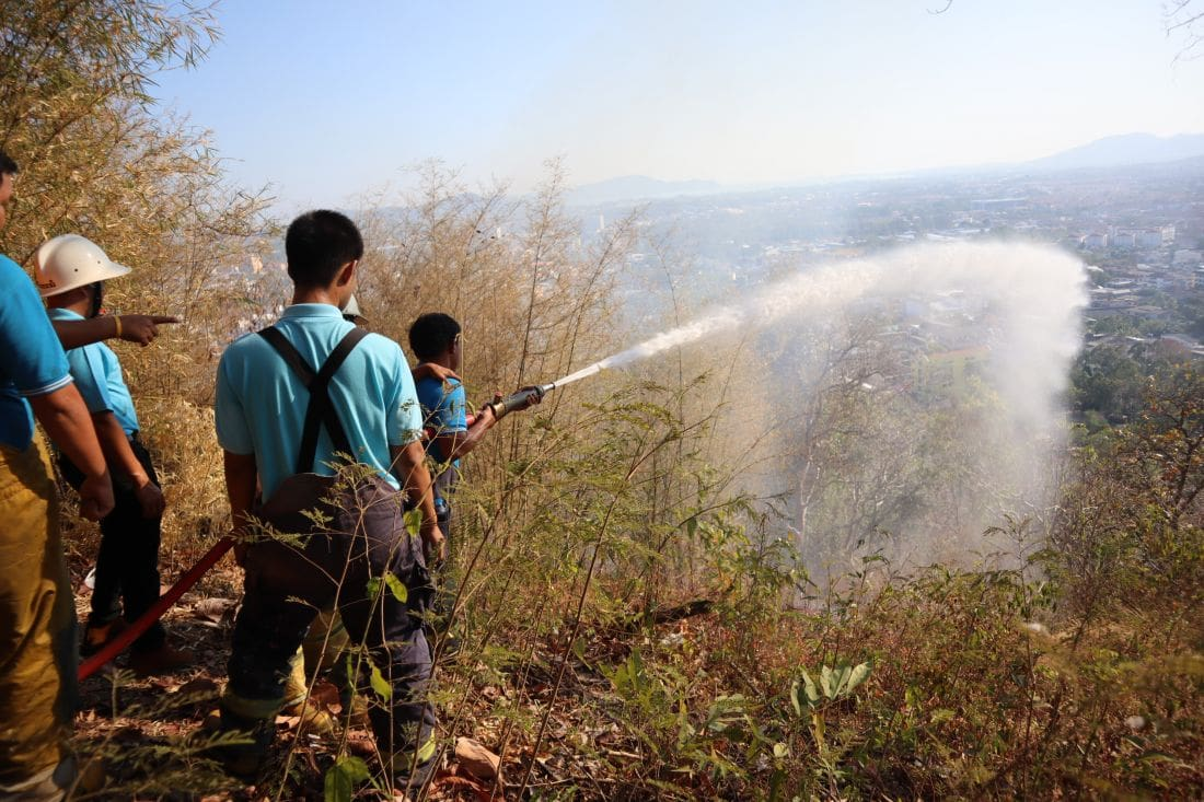 Brush fire near the Khao Rang view point – VIDEO | The Thaiger