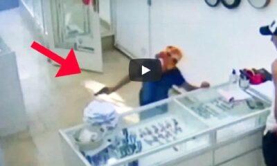 จะเกิดอะไรขึ้น เมื่อเด็กชาย 9 ขวบ บุกปล้นร้านเพชรด้วยปืนเด็กเล่น | The Thaiger