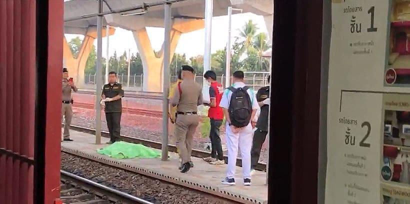 สลด หญิงตรังวัย 58 นั่งรถไฟมางานรับปริญญาหลาน กทม. ล้มกลิ้งตกราง ร่างถูกทับขาด 2 ท่อน | The Thaiger