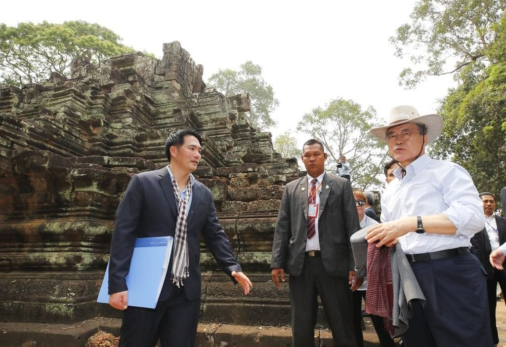Just one of the tourists – South Korean President visits Angkor Wat | The Thaiger