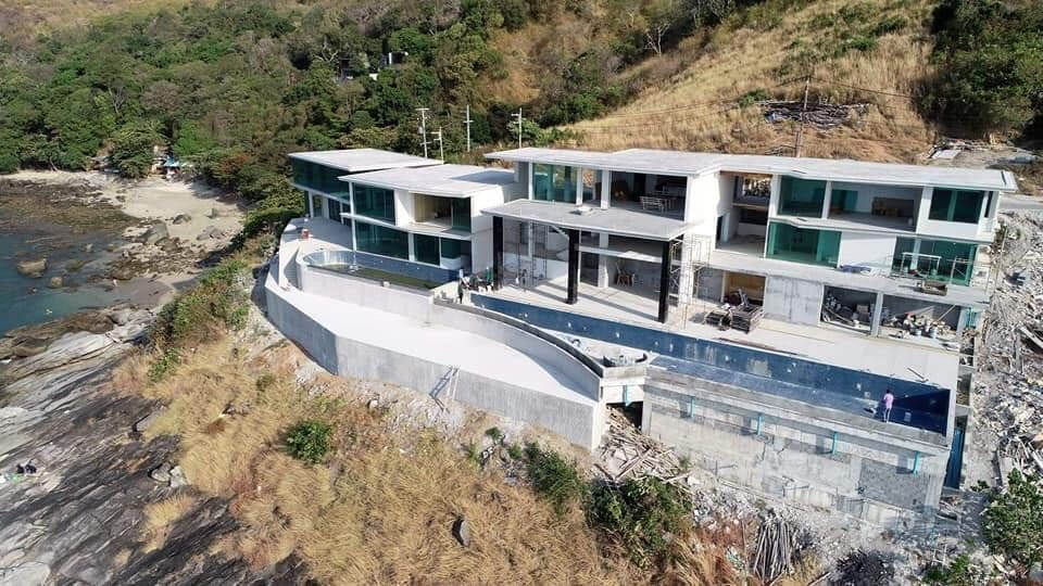 Demolition order for illegal balcony at luxury villas in Ao Sane | The Thaiger