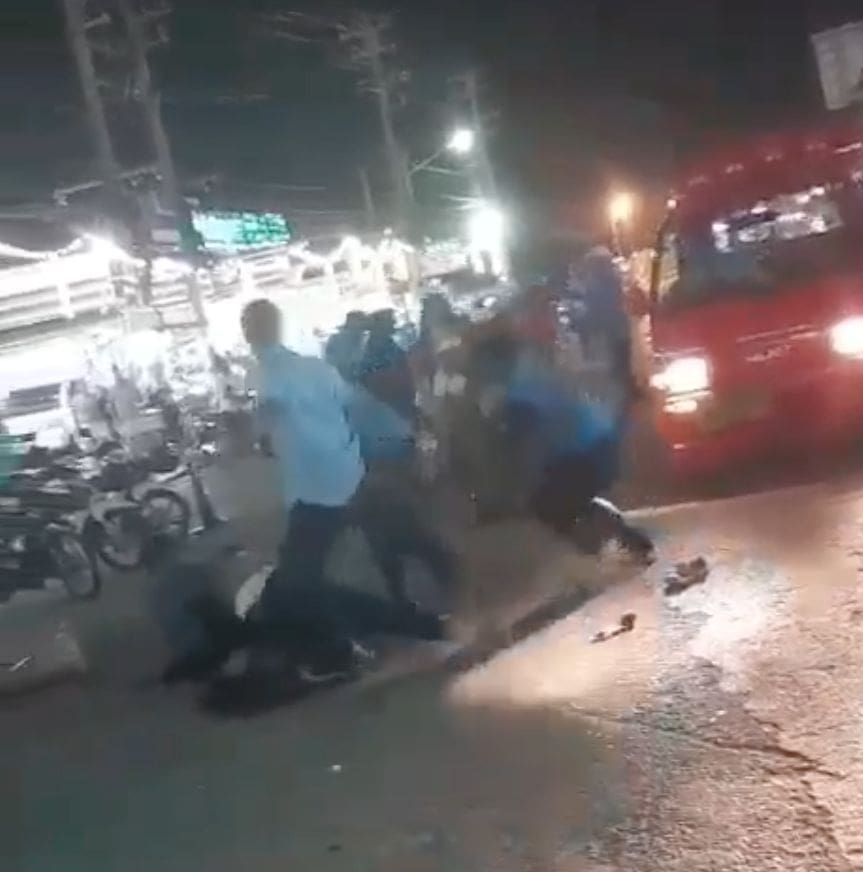 Patong Police investigate taxi drivers beating up a tourist - VIDEO | News by The Thaiger