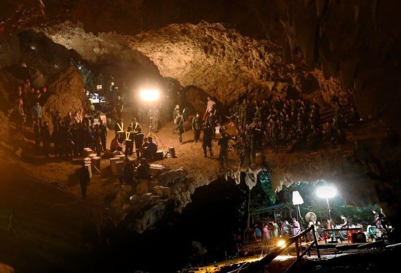 โปรดเกล้าฯ พระราชทานเครื่องราชอิสริยาภรณ์ ให้แก่ฮีโร่ถ้ำหลวง 187 ราย | The Thaiger