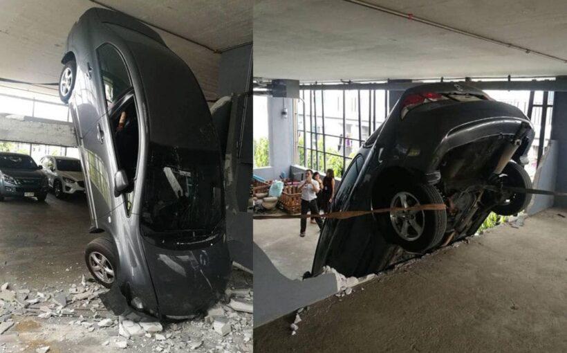 สาวขับเก๋งขึ้นอาคารจอดรถ คิดว่ามี 3 ชั้น เหยียบเต็มแรง รถทะลุกำแพงหัวทิ่มจากชั้น 2 ลงมาชั้น 1   The Thaiger