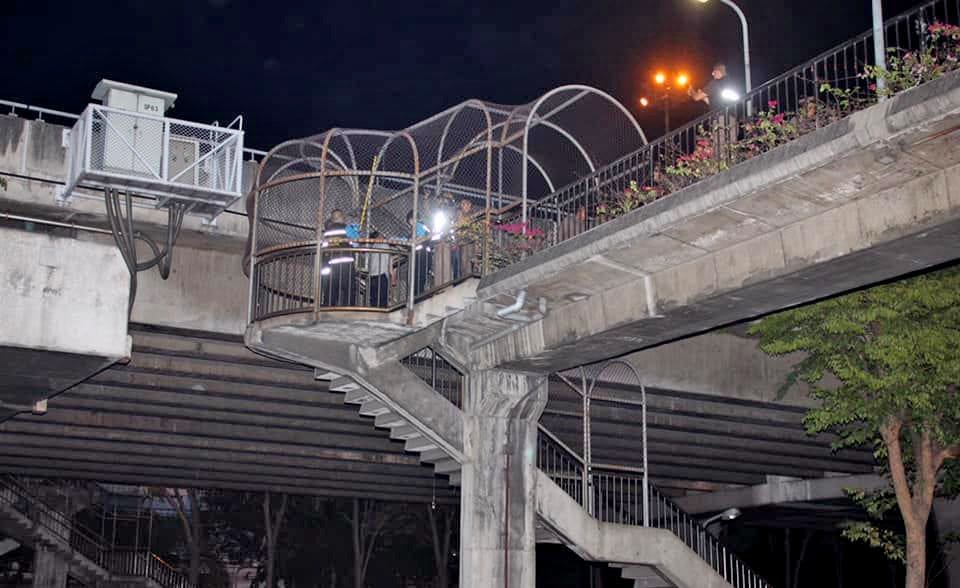 34 year old found hanged from Bangkok pedestrian walkway | The Thaiger