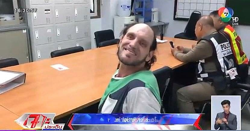 American all smiles after getting nabbed over convenience store theft | The Thaiger