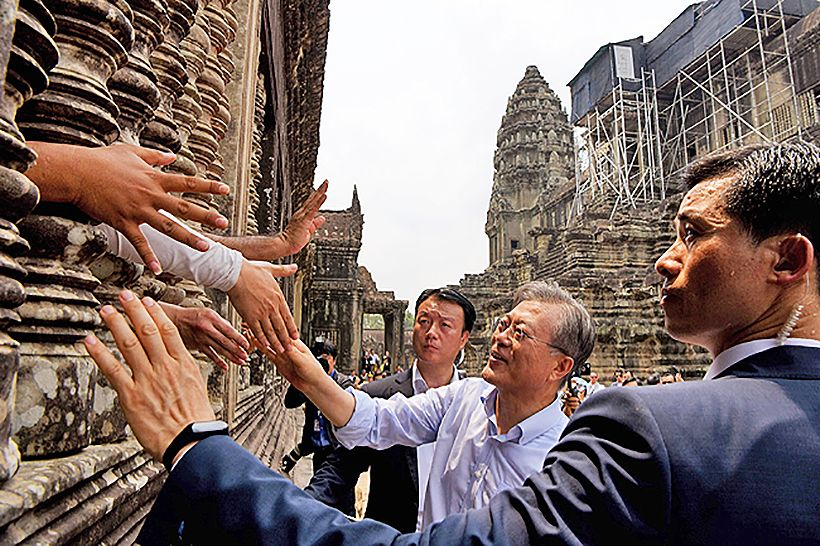 Just one of the tourists - South Korean President visits Angkor Wat | News by The Thaiger