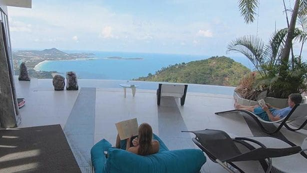 บุกค้นปิดวิลล่าเกาะสมุย เปิดไม่มีใบอนุญาต เจ้าของอ้างจ่ายตังก้อนโตจึงได้สร้างจนเสร็จ | News by The Thaiger