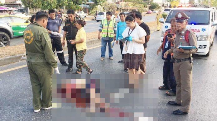 เด็กชายวัย 14 ซิ่งจยย.แซงขวา เสียหลักล้มหัวฟาดถนนดับสยอง | News by The Thaiger