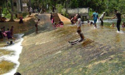 นักท่องเที่ยว พาครอบครัว เล่นน้ำที่ฝายน้ำล้น คลองหรูดหนองทะเล แถมได้เล่นไลเดอร์ฟรีที่เดียวในกระบี่ | The Thaiger