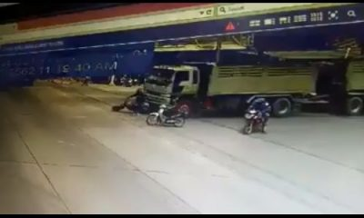Motorcyclist survives being run over at traffic light in Nakhon Nayok – VIDEO | The Thaiger