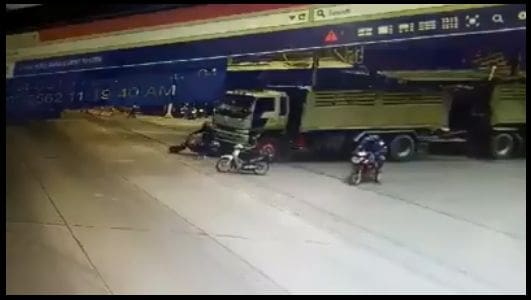 Motorcyclist survives being run over at traffic light in Nakhon Nayok – VIDEO   The Thaiger