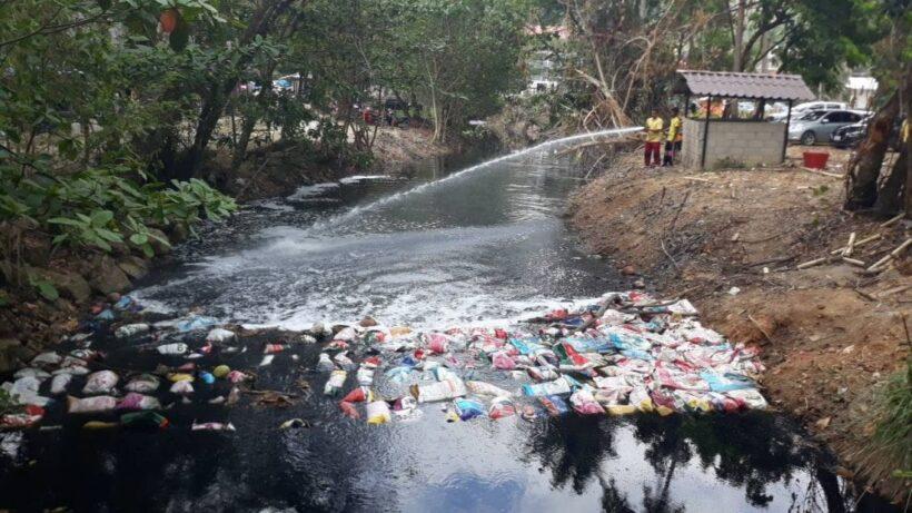 มูลนิธิชัยพัฒนา ยื่นมือช่วยแก้ไขปัญหาน้ำเสียคลองจาก อ่าวนาง ที่เรื้อรังมานาน | The Thaiger