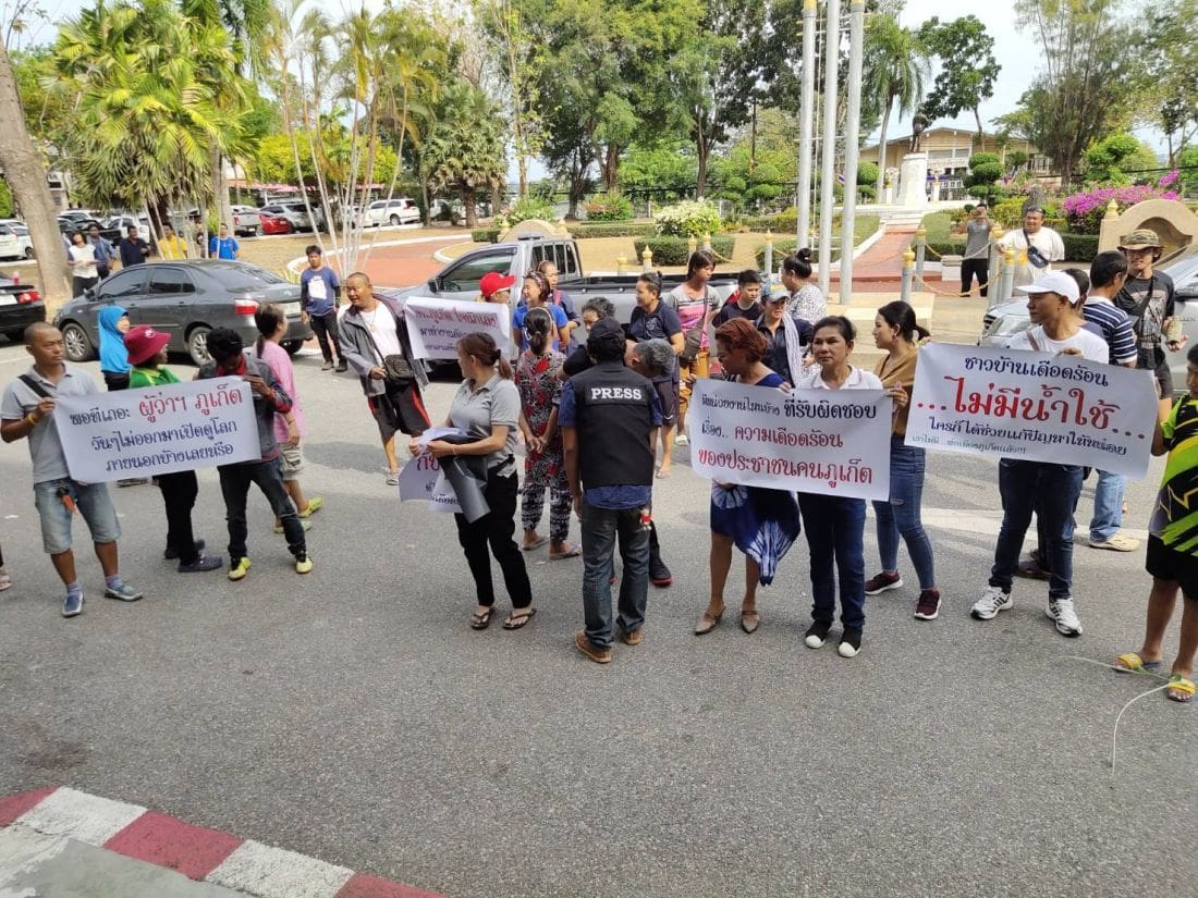 Residents protest the Phuket Governor over water shortages | News by The Thaiger