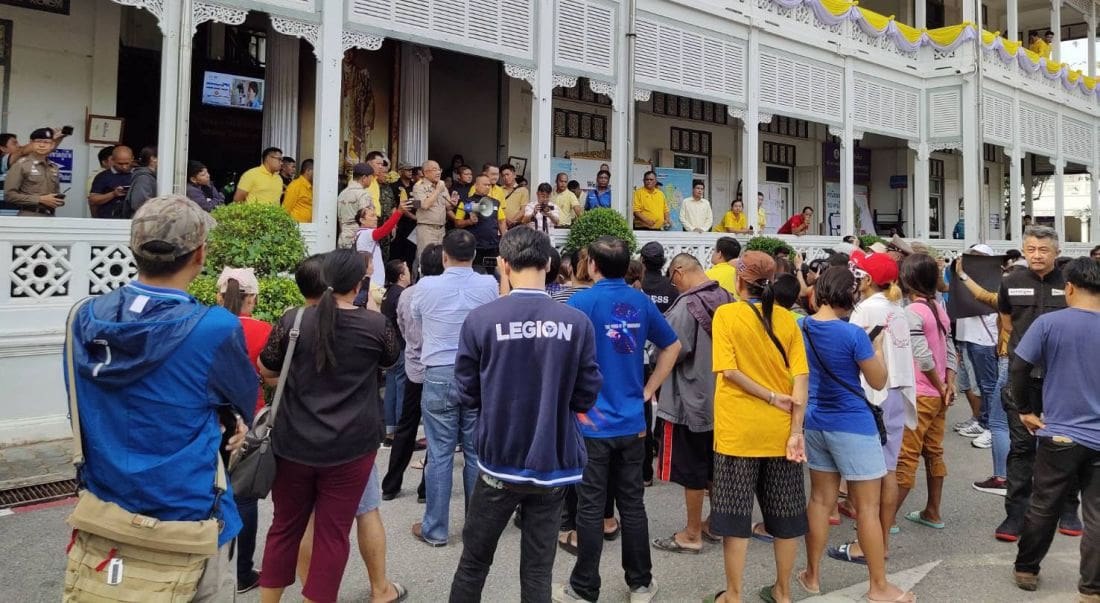 Residents protest the Phuket Governor over water shortages | The Thaiger