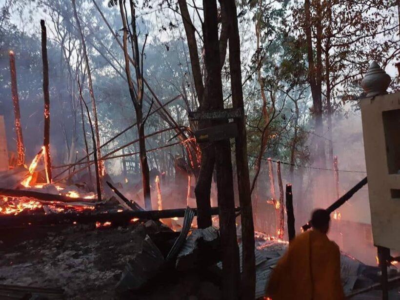 เปิดภาพสุดสะเทือนใจ ไฟป่าไหม้วัดพระบรมธาตุเจ้าดอยเกิ้ง กุฏิวอดทั้งหลัง   News by The Thaiger