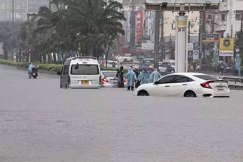 Pattaya hit by sudden topical deluge | News by The Thaiger
