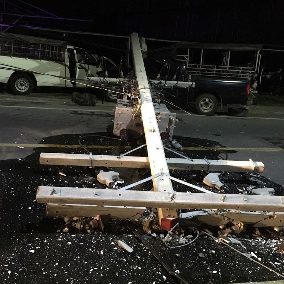Pickup truck crashes into power pole in Wichit, causes five hour blackout | News by The Thaiger