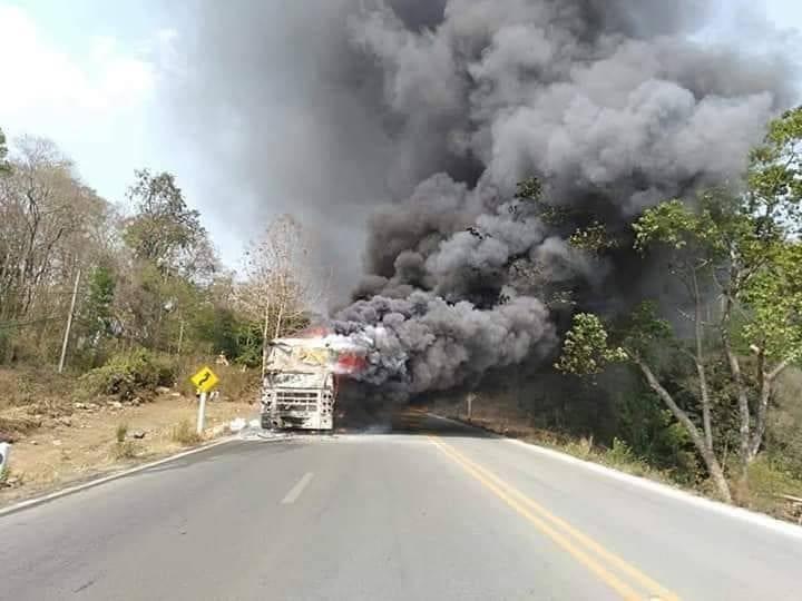 ระทึก! ไฟไหม้ทัวร์กรีนบัส เชียงใหม่-เชียงราย ผู้โดยสารหนีตายหวุดหวิด | News by The Thaiger