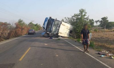 Passengers injured as bus overturns in Si Saket | The Thaiger