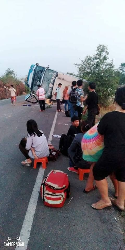 Passengers injured as bus overturns in Si Saket | News by The Thaiger