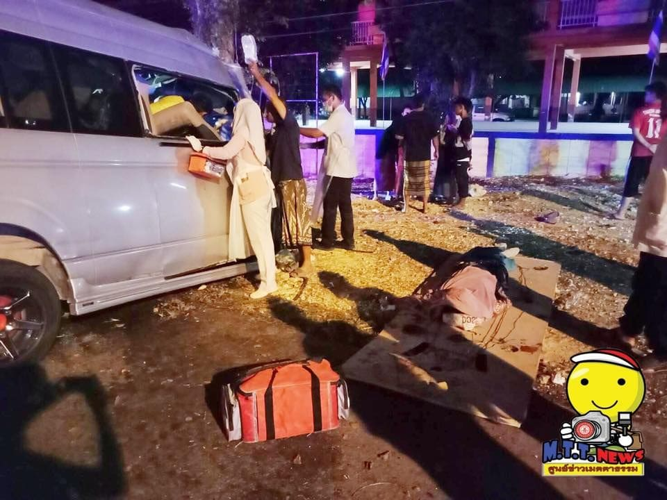 Four dead in Narathiwat minivan accident - PHOTOS | News by The Thaiger