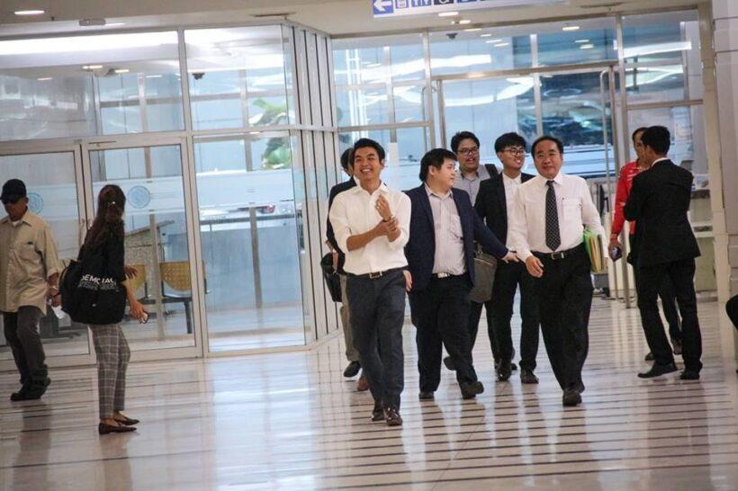 ปิยบุตรเดินทางมารับทราบข้อกล่าวหา #SavePiyabutr ให้กำลังใจเพียบ : เลือกตั้ง 2562 | News by The Thaiger