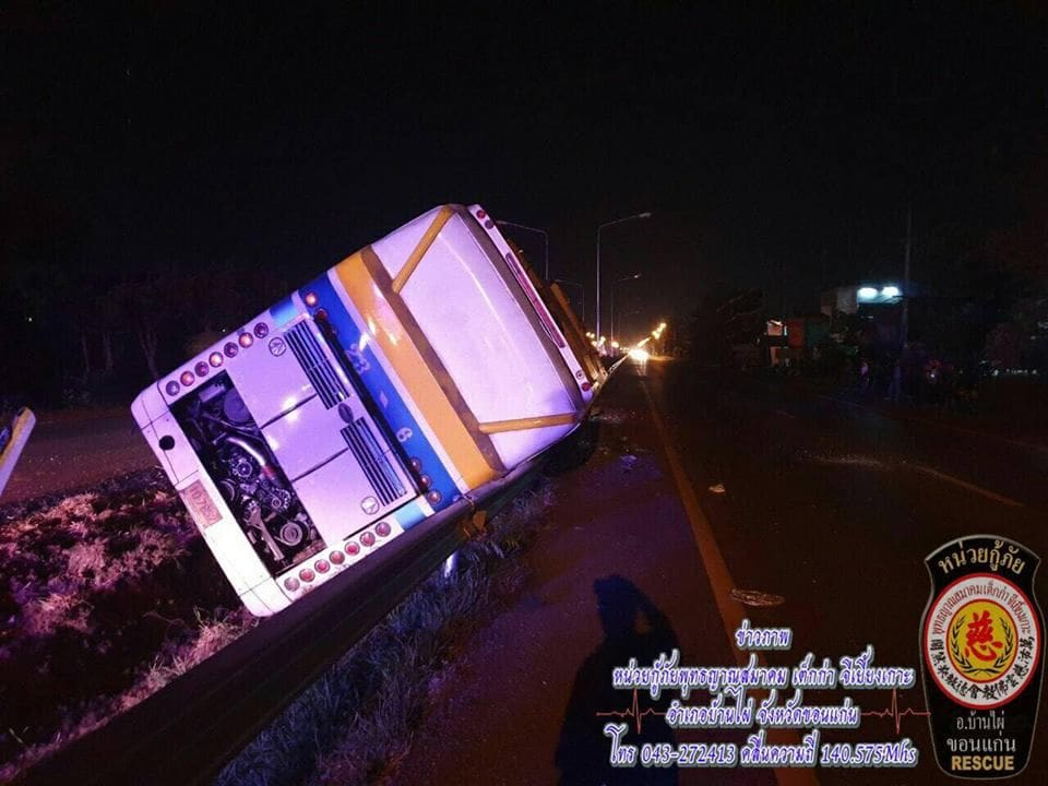 Bus crashes off the road in Khon Kaen | News by The Thaiger