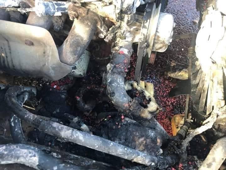 ไฟไหม้เก๋ง ชาวบ้านช่วยดับ ถึงกับผงะ พบยาบ้า 8 มัดซุกห้องเครื่อง   News by The Thaiger