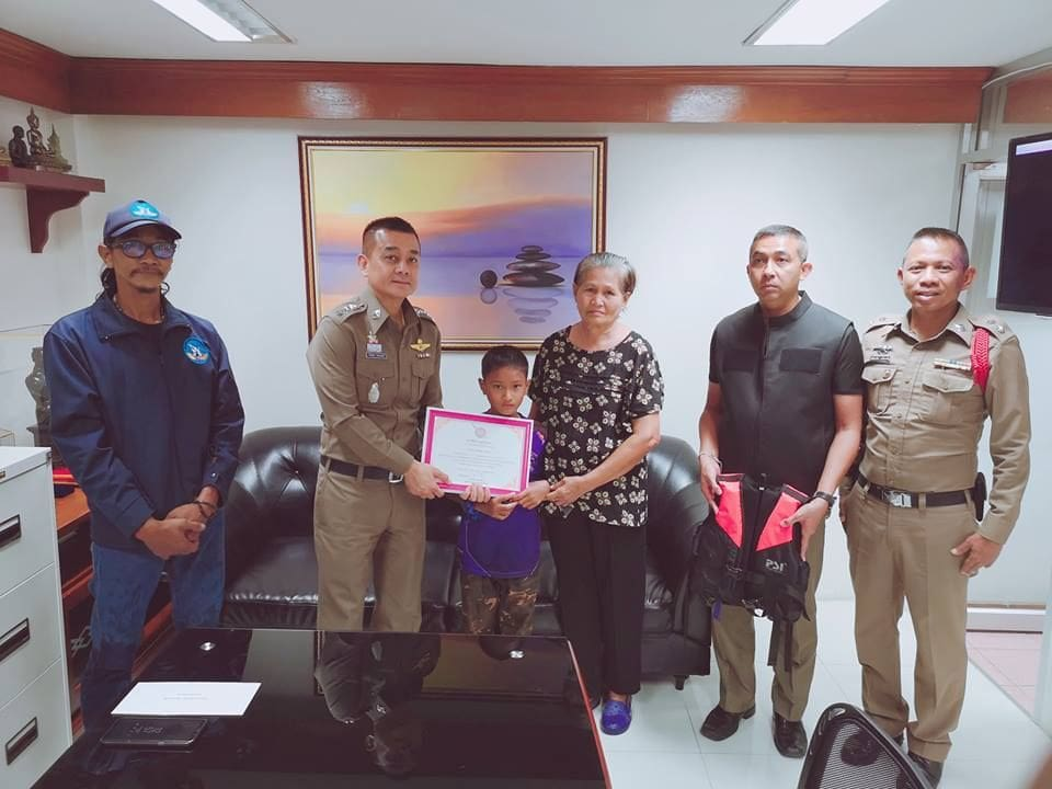 Patong's trash hero rewarded for collecting garbage in filthy canal | News by The Thaiger