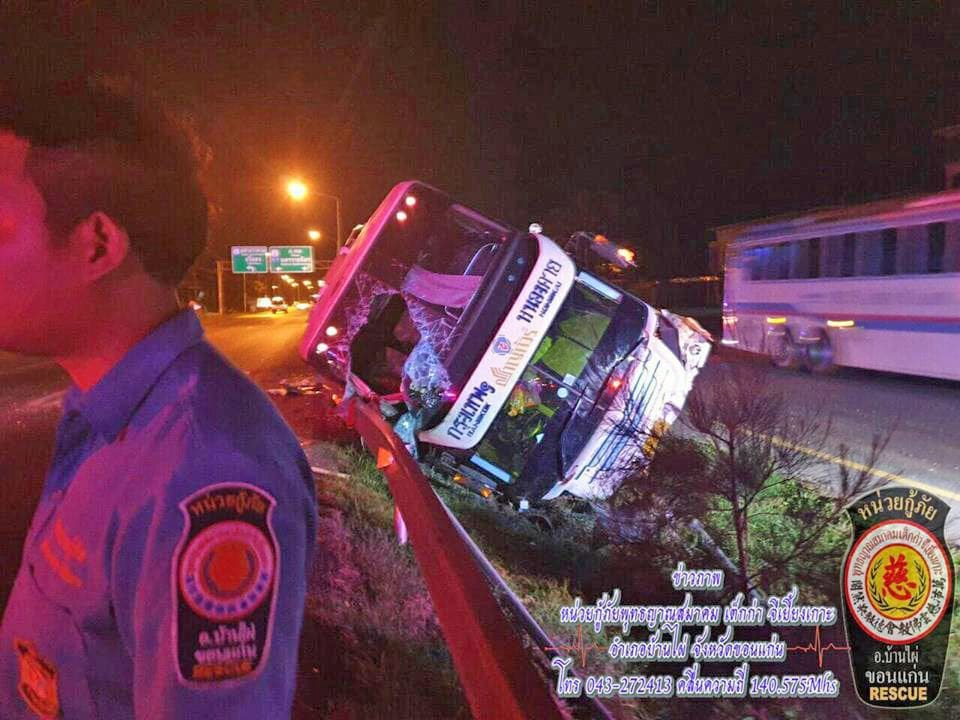 Bus crashes off the road in Khon Kaen | The Thaiger