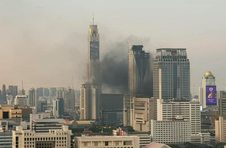 Three people reported dead, others injured, 100s flee blaze at Central World Hotel Bangkok | The Thaiger