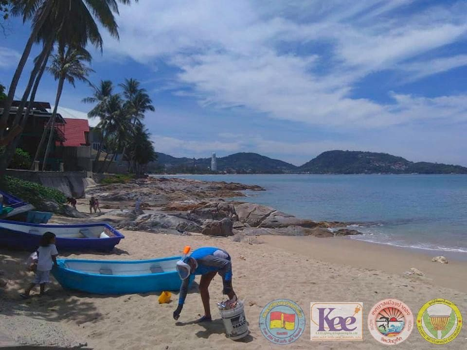 Australian snorkeller collects trash at Kalim beach everyday | News by The Thaiger