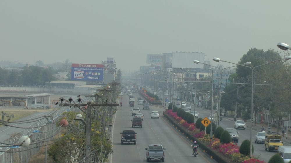 """""""Toxic air pollution shortens children's lives by 20 months""""   The Thaiger"""
