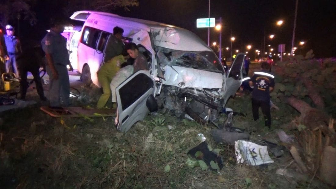 Driver killed and 10 Burmese workers injured in Tak crash | News by The Thaiger