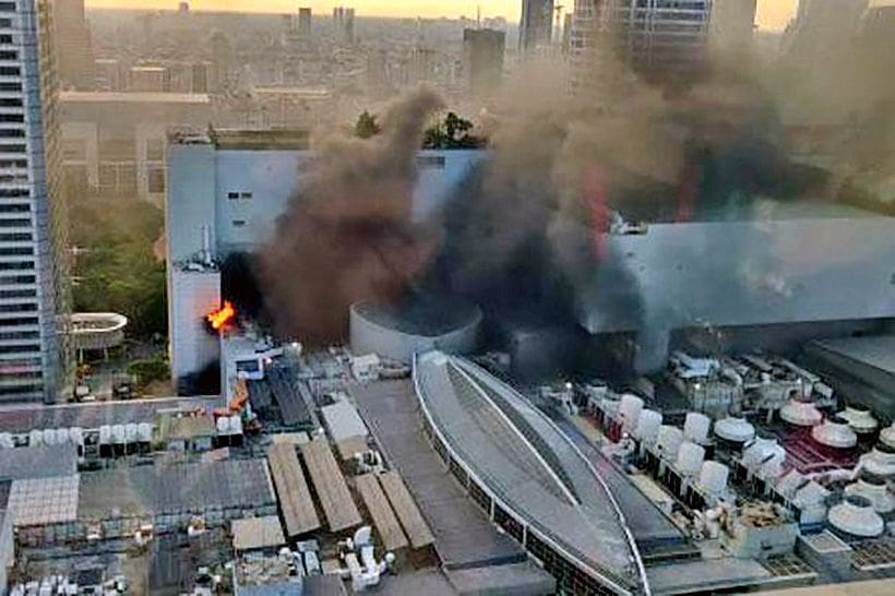 UPDATE: 2 dead and 15 injured in Central World shopping complex fire, Bangkok | The Thaiger